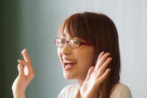 先生役のモデルの池田佳代さん