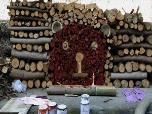 ピザ窯の薪がクマさんの形