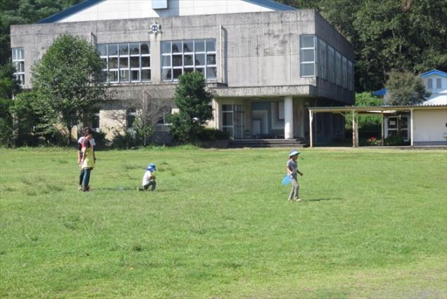 広い校庭で思いっきり遊ぼう